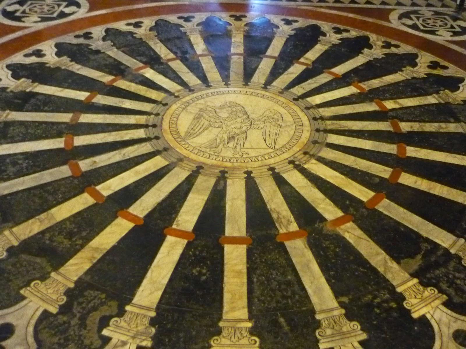 el punto del círculo (suelo del Duomo de Siena) Beatriz 2010