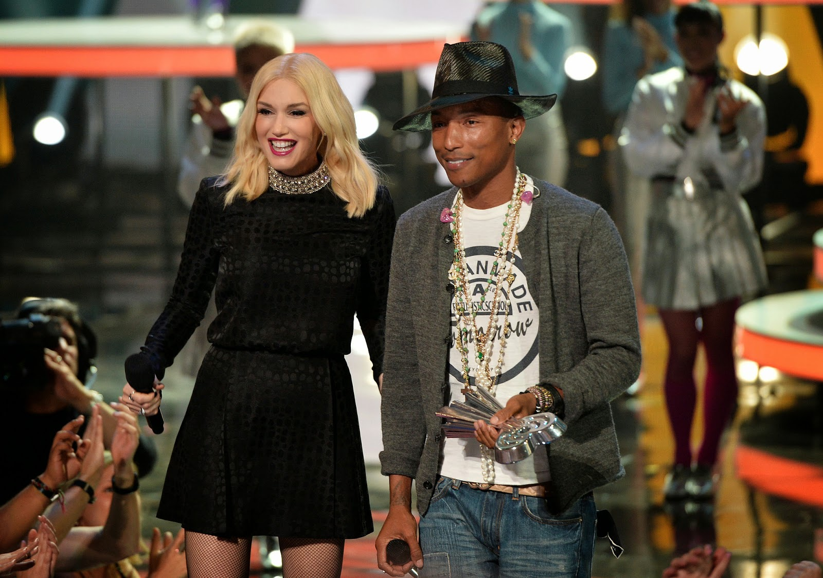 Gwen Stefani ft. Pharrell Williams – Shine (Lyrics)