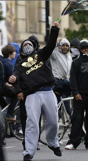 Photoshopped Pictures of London Looters Seen On www.coolpicturegallery.us