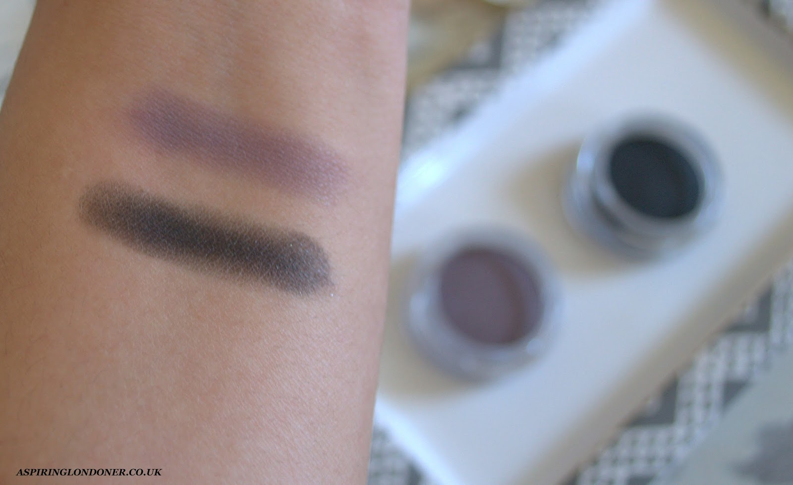 Clarins Ombre Matte Eyeshadows Heather, Carbon Swatch - Aspiring Londoner