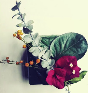 http://www.manualidadesblog.com/envoltorios-florales-para-regalos/