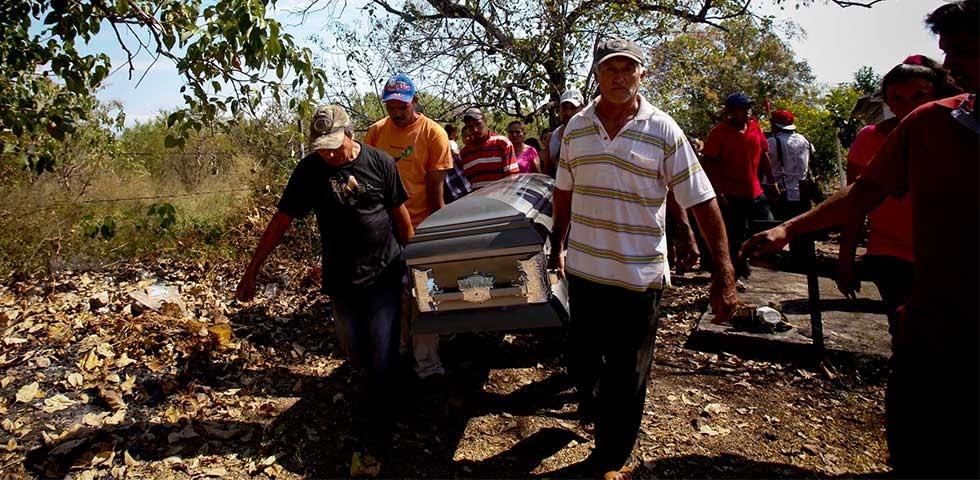 Michoacan Bajo Fuego.  Fotogaleria.  Las Victimas de Paracuaro 01