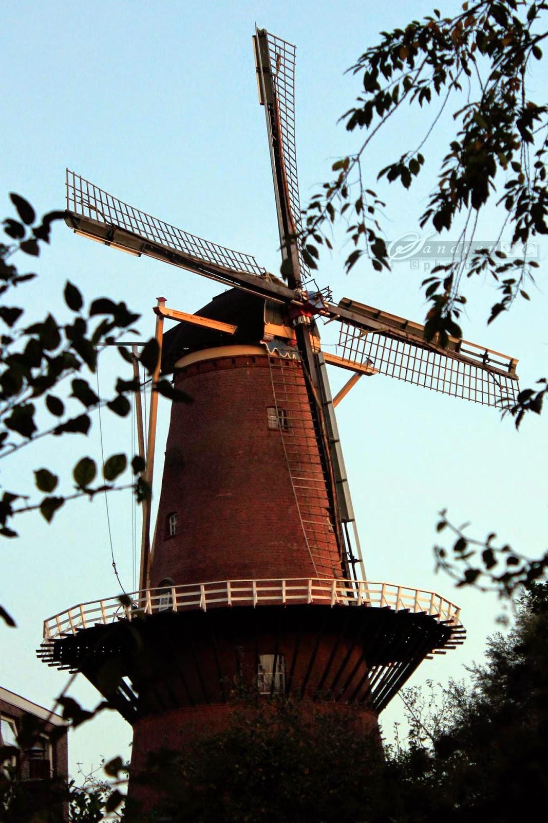 Molen Rijn en Zon wind mill