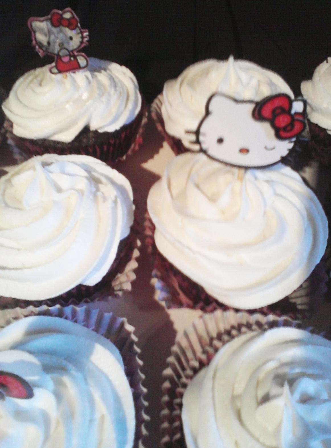 Big Bettie cakes: White Hello Kitty Cupcakes