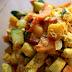 Kurczak z warzywami w sosie fistaszkowym.