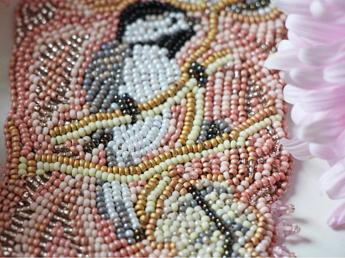 Вышивка бисером вприкреп на проволоке 11