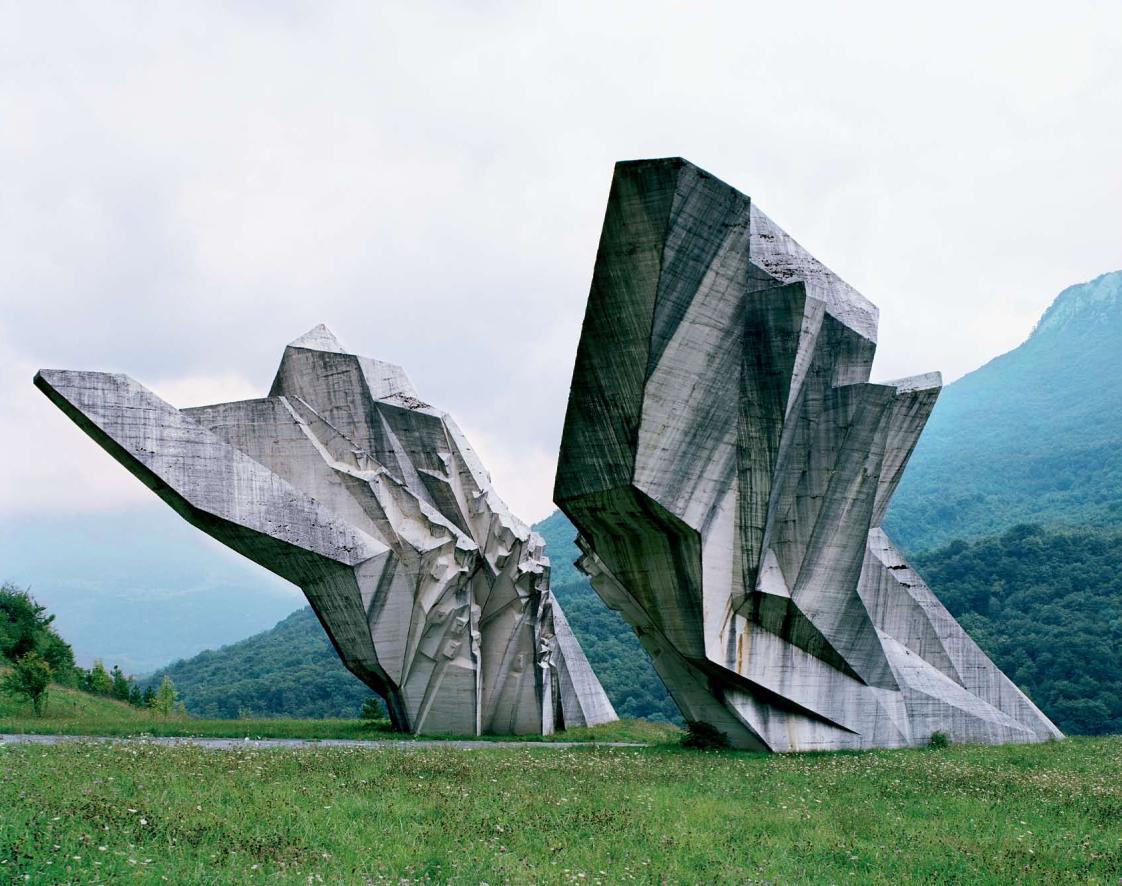 Construcciones socialistas de aspecto futurista Spomenik_04