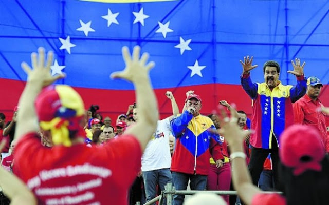 É a primeira vez em 16 anos que a oposição vence as eleições legislativas na Venezuela. Com 99 cadeiras contra 46 para o chavismo, a oposição obtém maioria simples