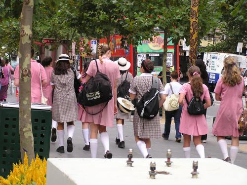 Berbagai Model Seragam Sekolah di Beberapa Negara