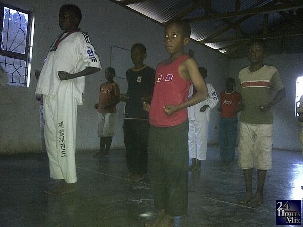 ya 15 wakifanya mazoezi ya mchezo wa Tae kwon do jijini Arusha