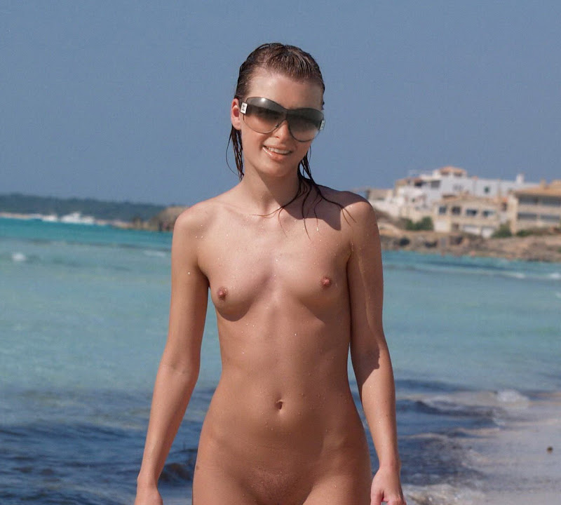 Paris Hilton young and nude on the beach UHQ