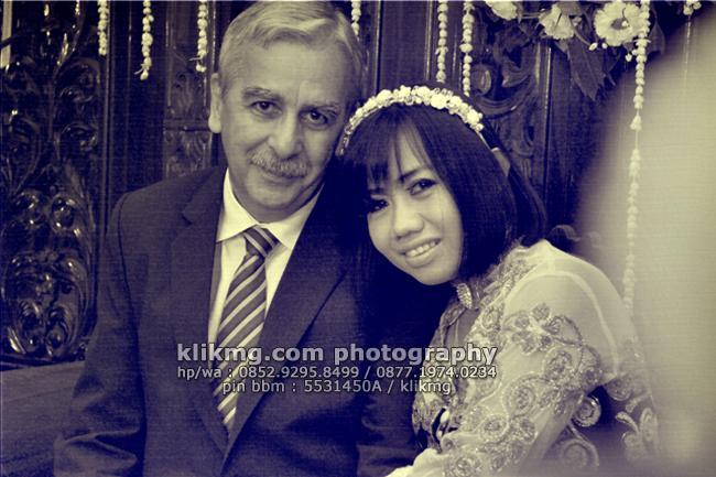 Wedding RUMI & LOUIS Versi Black White oleh Klikmg.com Fotografi | MUA : House of Aan Rias Pengantin Cilacap