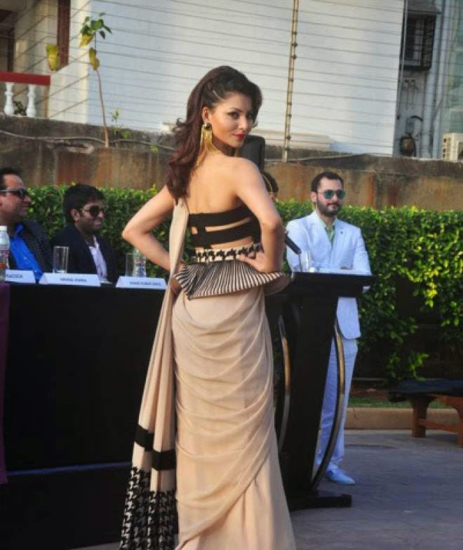 Urvashi Rautela Off Shoulder Blouse Saree Photo
