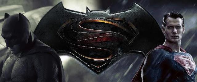 Capa Batman do lado esquerdo e Superman do lado direito e a junção dos seus símbolos no meio