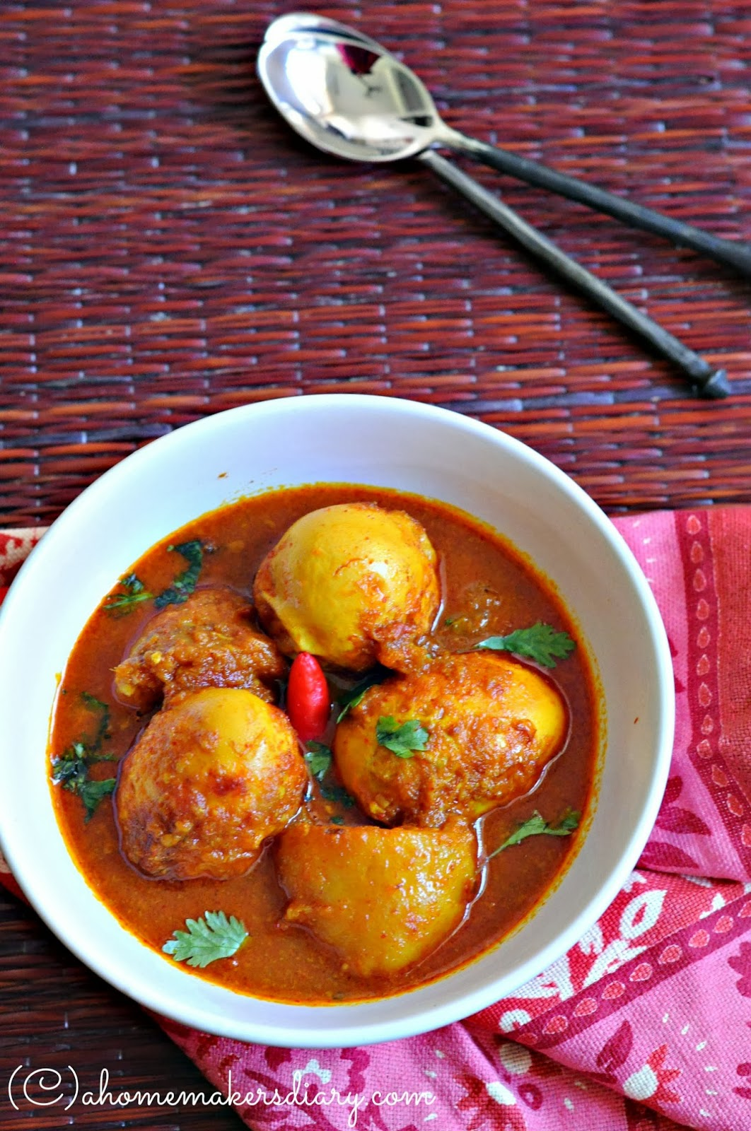 Dimer dalnajhol bengali style egg curry with potato a dimer dalnajhol bengali style egg curry with potato a homemakers diary forumfinder Gallery