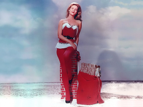 Lisa Papineau Actresses During Christmas Time Colour Photos