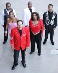 KC and The Sunshine Band canta tema de abertura de Boogie Oogie