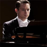 Elijah Wood en Grand Piano
