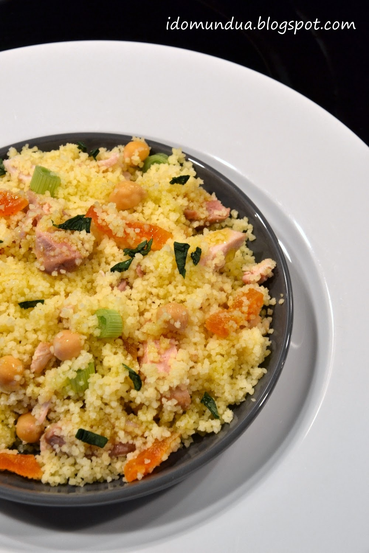 Ensalada de couscous con pollo y garbanzos