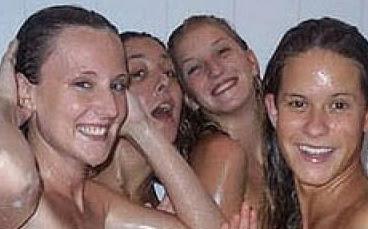 las leonas de hockey desnudas en la ducha