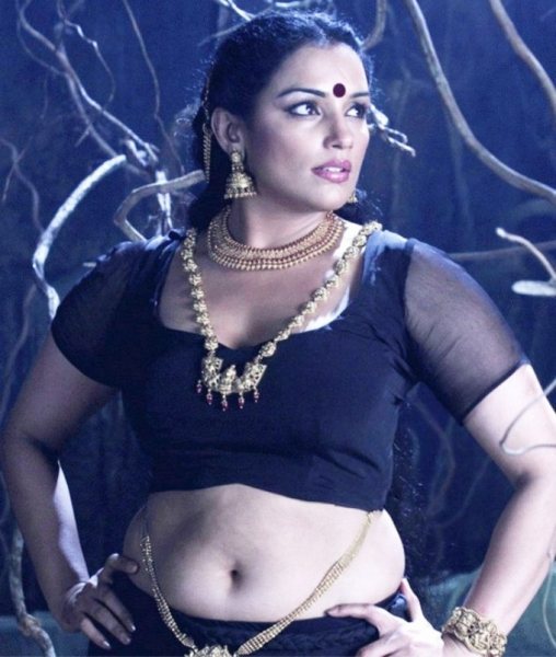 Shweta Menon Hot Stills Aunties