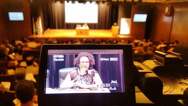 """Carina Pedro ministrando palestra no CIEE sobre o tema do livro """"Casas importadoras de Santos e seus agentes"""""""