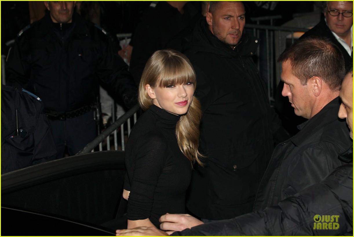 http://4.bp.blogspot.com/-J3UMoSJQfNk/UQV4hFOI2QI/AAAAAAAASF4/iB8RMzEJpnA/s1600/Taylor-Swift-2013-NRJ-Music-Awards-3.jpg