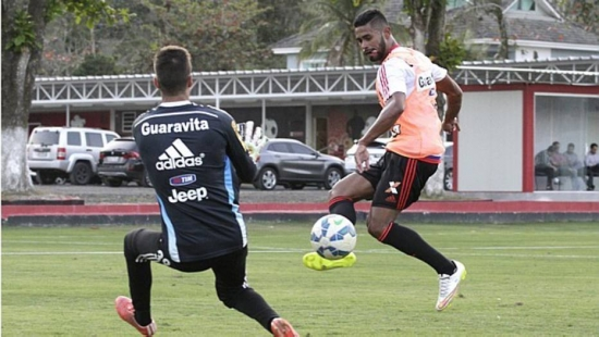 Kayke defendeu o Flamengo por quatro partidas em 2007, sem marcar nenhum gol