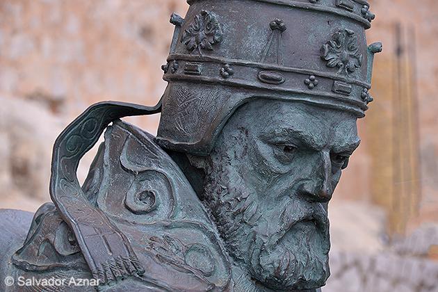 http://www.diariosdeunfotografodeviajes.com/2014/10/peniscola-en-la-historia.html