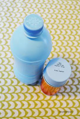 Zweiter Schritt, Flasche im gewünschte Farbton besprühen, DIY hauptstadtpuppi