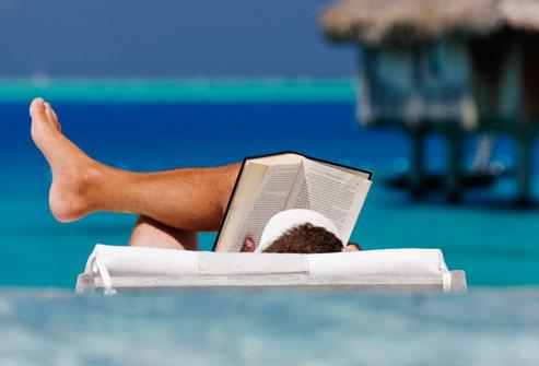 Bơi lội và đọc sách sở thích tuyệt vời