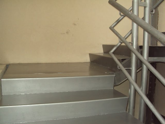 Pintura de escaleras de emergencia 12 04 2011 hotel cima - Pintura para escaleras ...