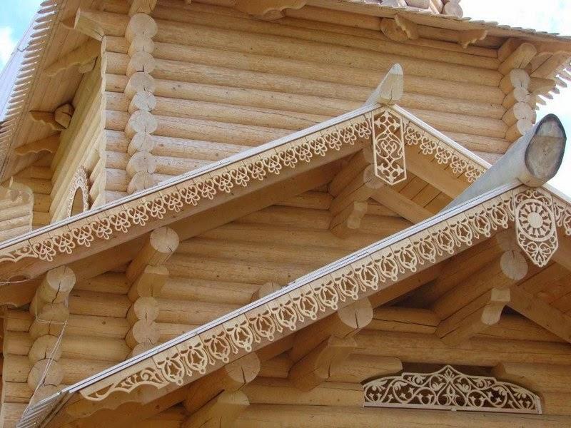 Карниз дома из дерева