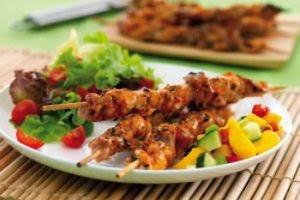 Шашлык из курицы в пиве с салатом