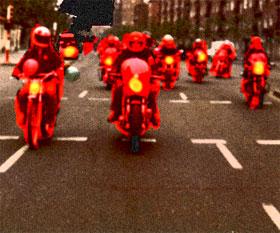 El sueño de la persecución de las motos del equipo rojo por las calles nocturnas de Madrid