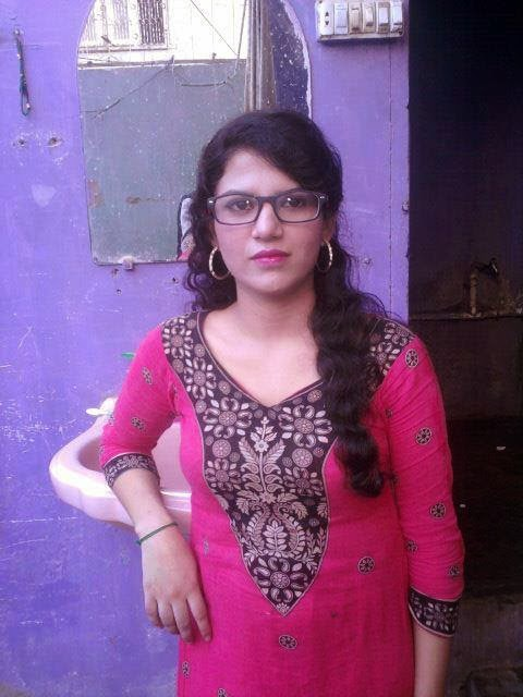 Desi Beautiful Pakistani Girls Leaked Hot Photos