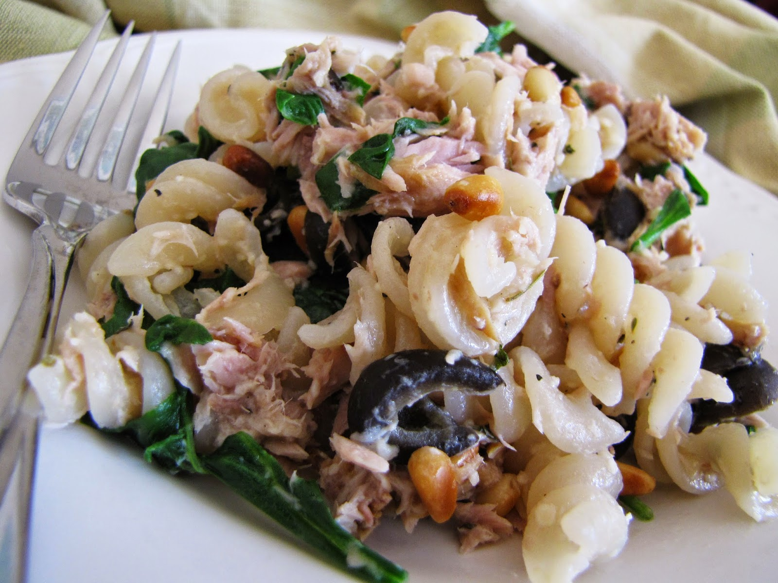 Low-FODMAP Recipe Roundup: Friday Fish Fry {Tuna Pasta with Spinach, Pine Nuts and Olives}  /  Delicious as it Looks