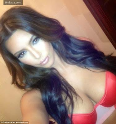 Kim Kardashian Pamer Payudara di Twitter