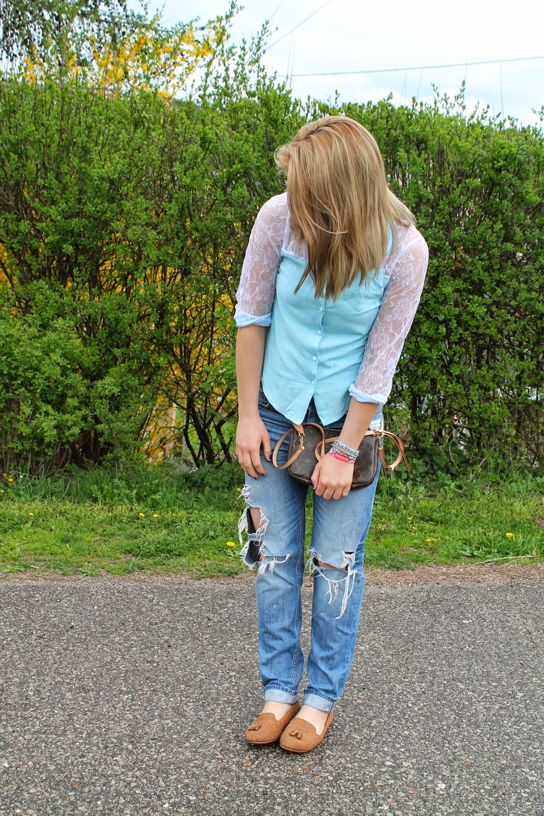 Fashionblogger Austria / Fashionblogger Österreich / Blogger Austria / Blogger Österreich / Kärnten / Carinthia / Köttmannsdorf / Lavender Star / Svetlana / Spring Look / Spring Style / Spring Outift / Blue Blouse Lace / Boyfriend Jeans / Chicnova / H&M / Loafers / Forever 21 / Louis Vuitton / Ernstings Family / Forever 18