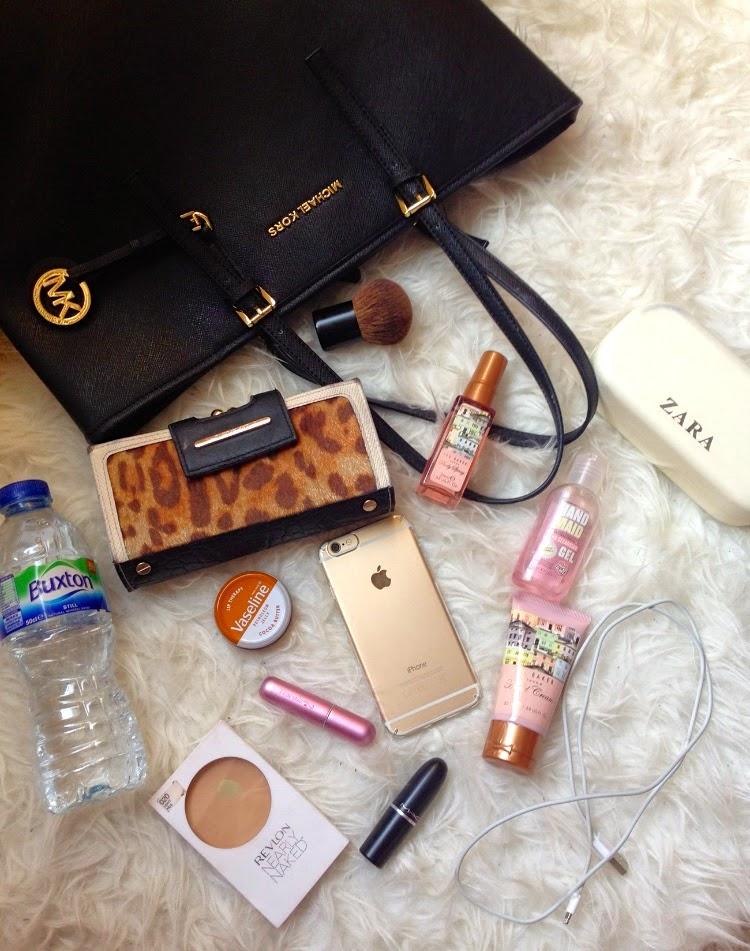 beauty, fashion, life, whats in my bag, michael kors, michael kors bag, river island purse,