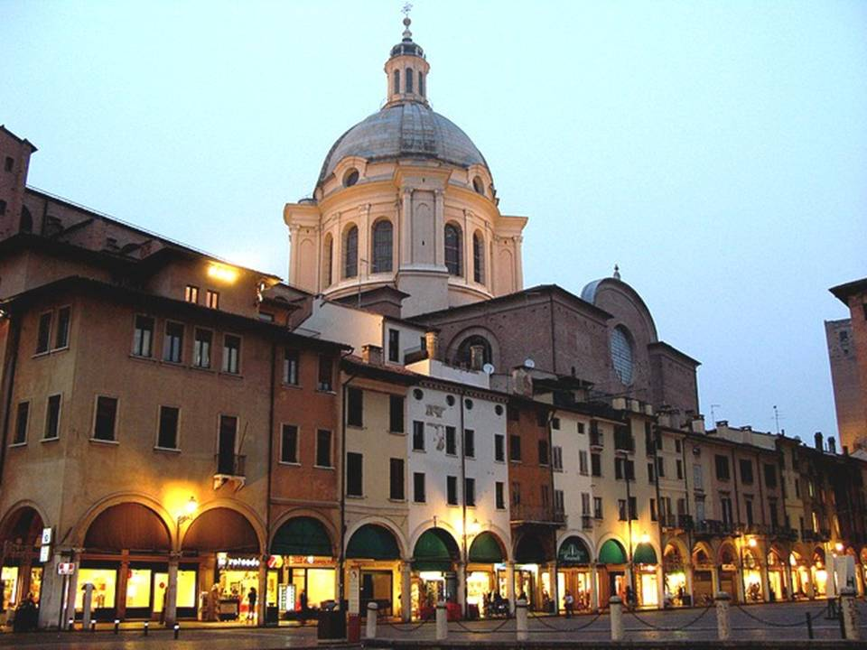 Parlando d 39 italia mantova a cidade que guarda o sangue for Ca delle erbe mantova