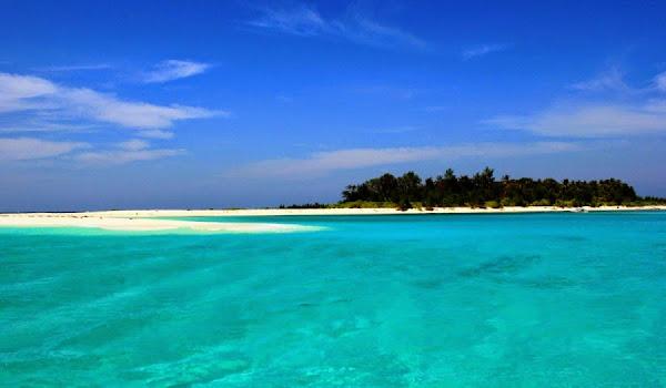 Pulau Lanjukang, Sulawesi Selatan (Gambar 1). ZonaAero