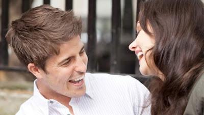 تعرفى على صفات المرأة التي تجذب الرجل - رجل منجذب الى امرأة - man-attracted to woman