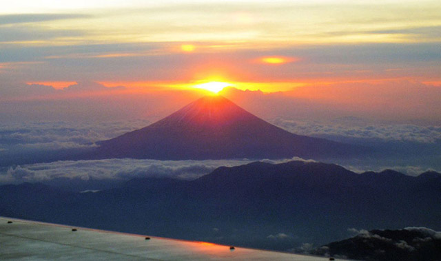 First Rising  Sun of 2012 Above Mt Fuji