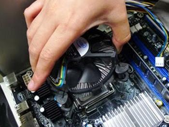 Memasang Heatsink Prosesor