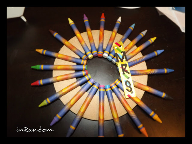 settings crayons in a circle
