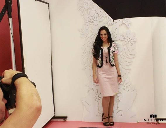 Lydia Moisés durante o ensaio fotográfico para a campanha da Nítido Moda Evangélica