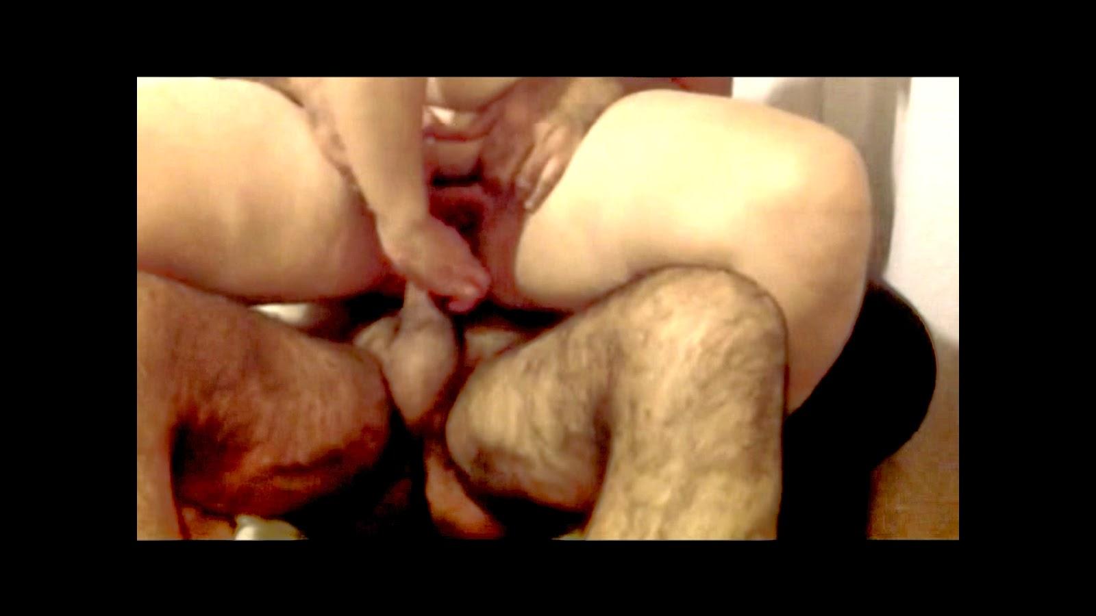 Kardeşiyle sikişirken babasına yakalandı  Sürpriz Porno