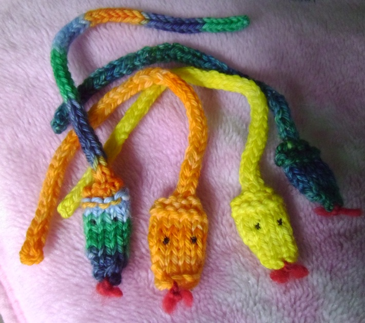 Knit Stitch Bookmark : These little wagons....: I-cord snake pattern - knit