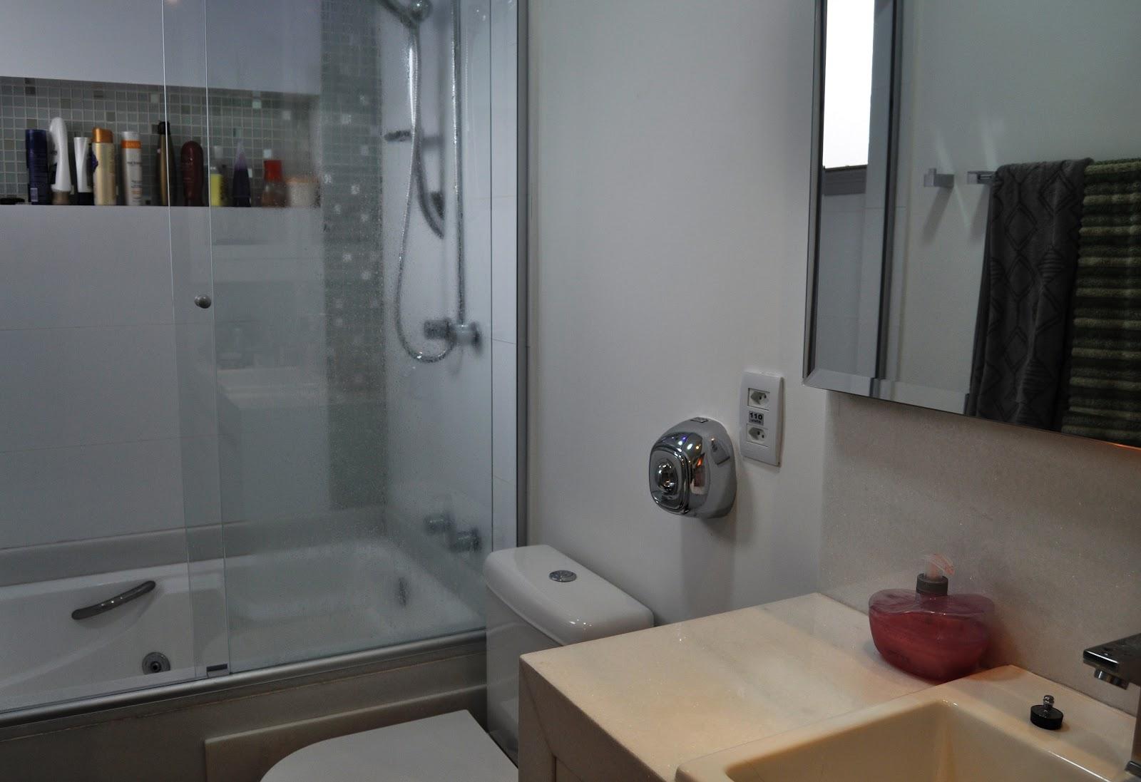 Banheira de hidro massagem com 7 jatos alca e travesseiro. Motor com  #7C694F 1600x1097 Banheira Para Banheiro De Apartamento